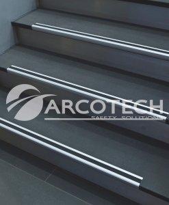 Antiscivolo-angolare-Alluminio1.jpg