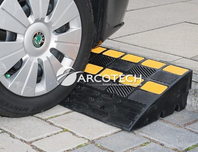 Rampa per marciapiedi in gomma arcotech srl safety for Rampe di carico per auto